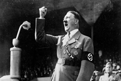 Adolf-Hitler-tijdens-een-speech